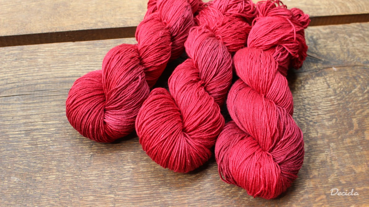"""Hot red""  Merino/hedvábí 4mm 170g"